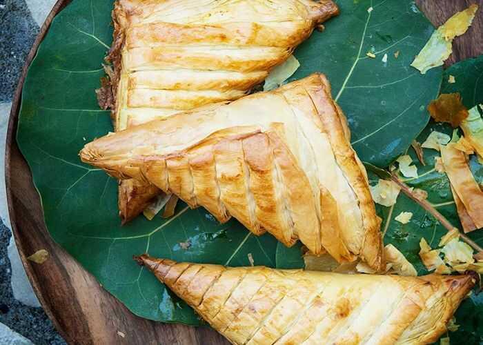 Patties ( bánh rán) - Một trong những món ăn truyền thống tại vùng Caribbean